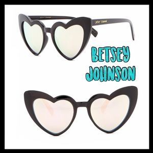 🌻Sale🌻Betsey Johnson 52mm heart cats sunglasses